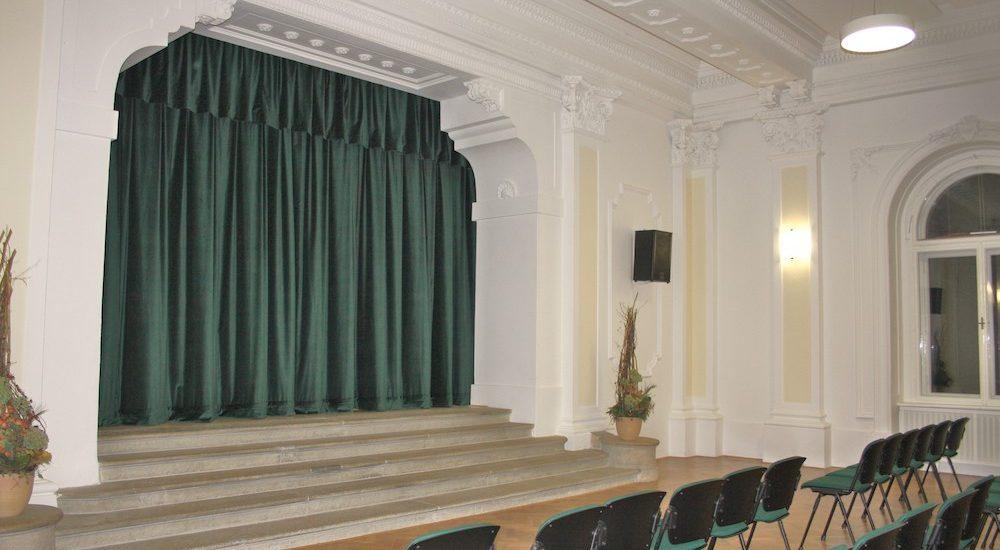 divadelní sametová opona zelená Chrudim