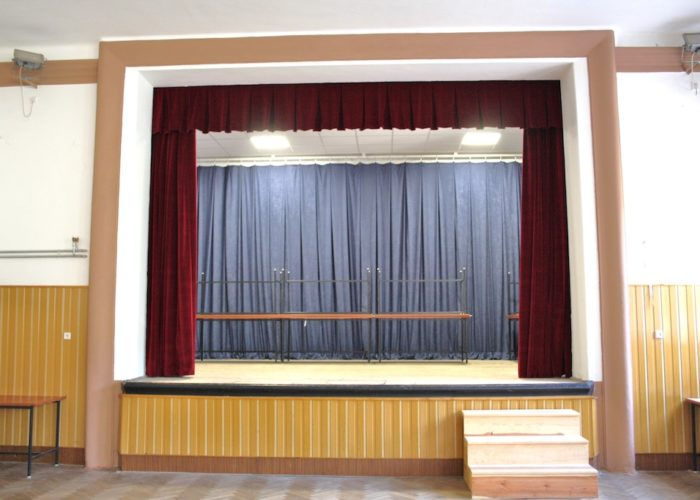 divadelní sametová opona Mírov 4