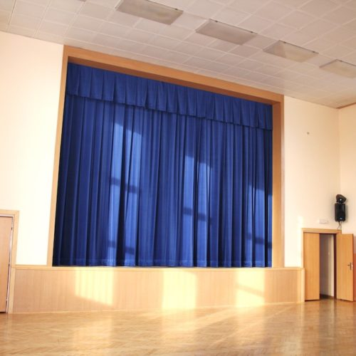 divadelní sametová opona modrá 4 voděrady