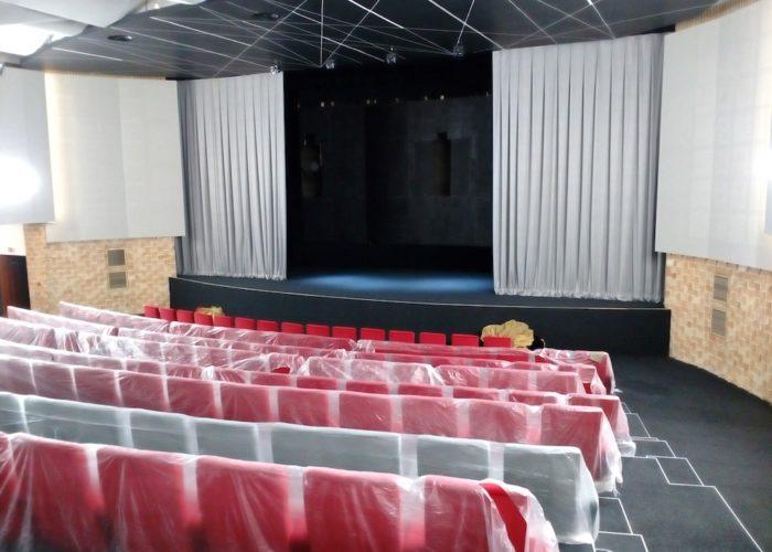 divadlení opona Kino Vysočina2